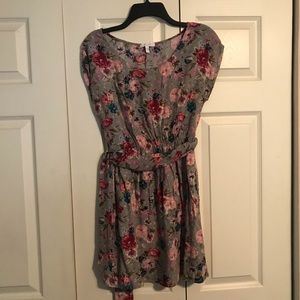DELIA'S Size Small Dress Gray with Floral Print